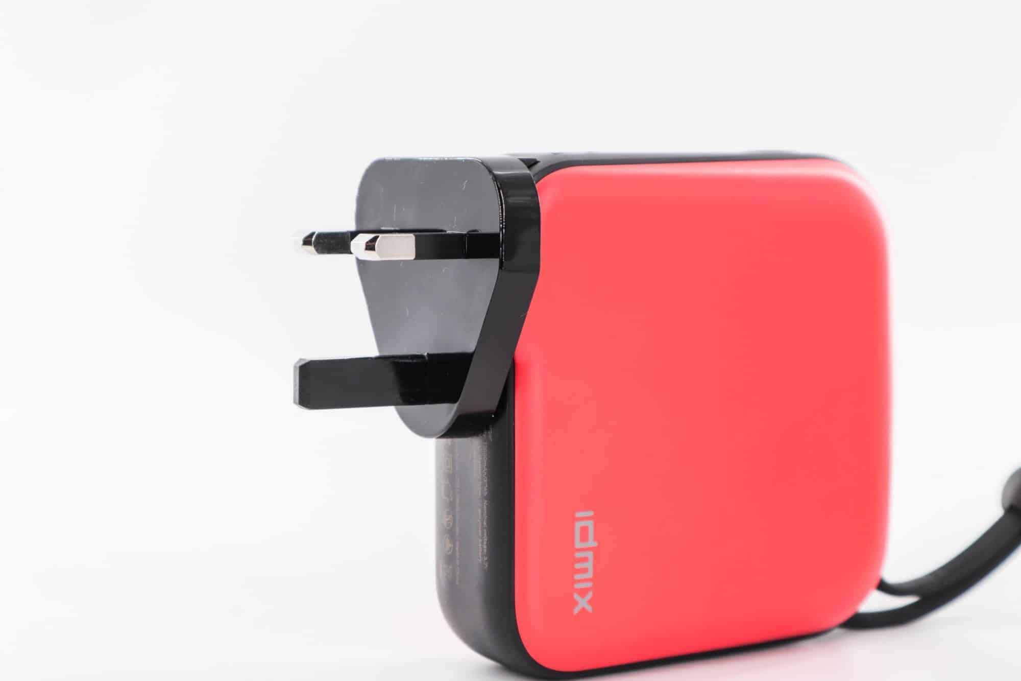 熱門iPhone行動電源推薦!IDMIX MR CHARGER 10000(CH05) Type-C及Lightning充電線雙版本-TechTeller (科技說)